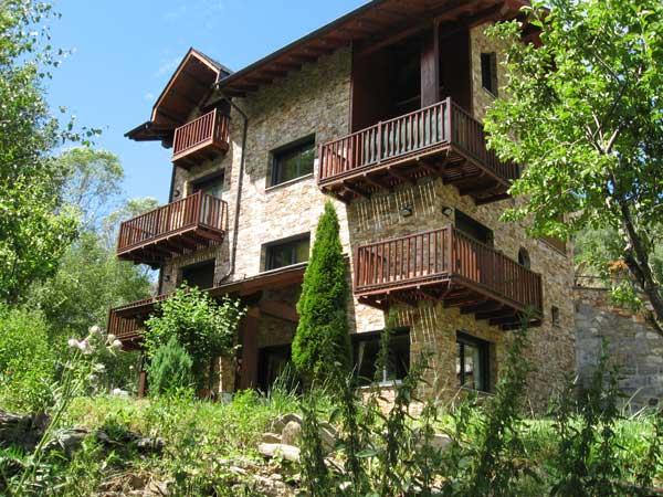 Apartamento para 5 pers situado en el pueblo de pal for Jardin 600m2
